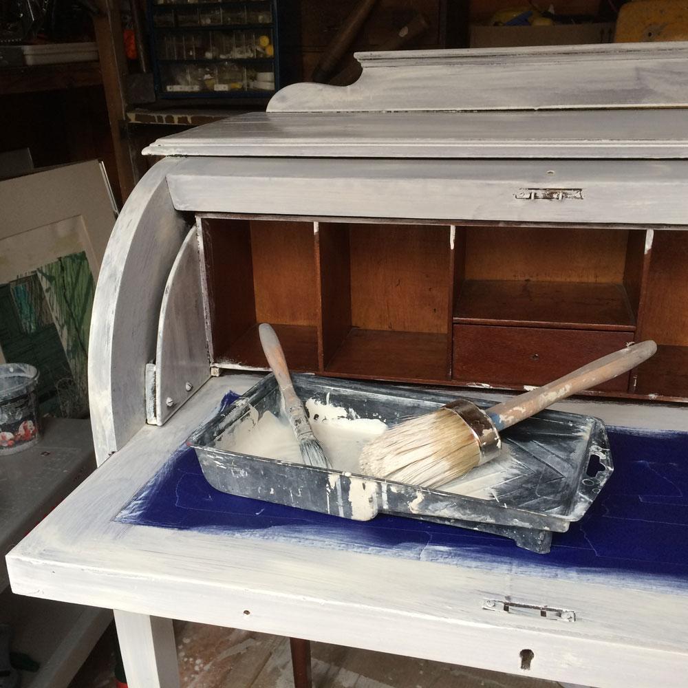 Desk-paint-tray-detail