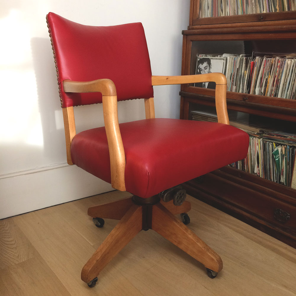 This image has an empty alt attribute; its file name is 1950s-Red-Leather-chair-facing-right-angle-Napoleonrockefeller.com-.jpg